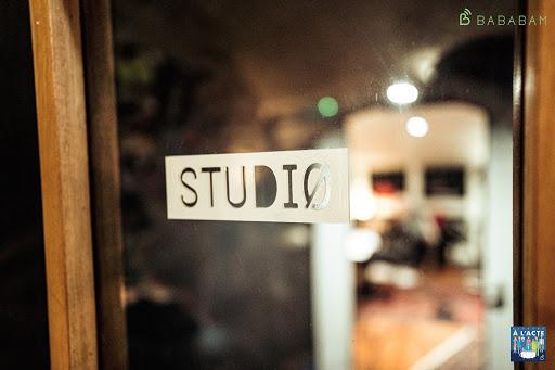 porte d'un des studios de Bababam, éditeur - producteur et diffuseur de podcast de marque